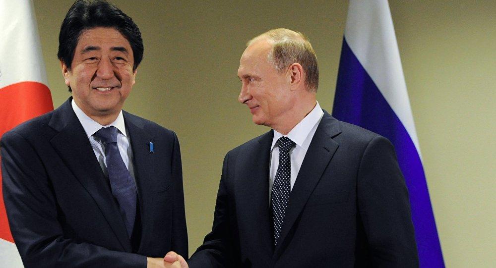 Putin, presidente de Rusia y Abe, primer ministro de Japón
