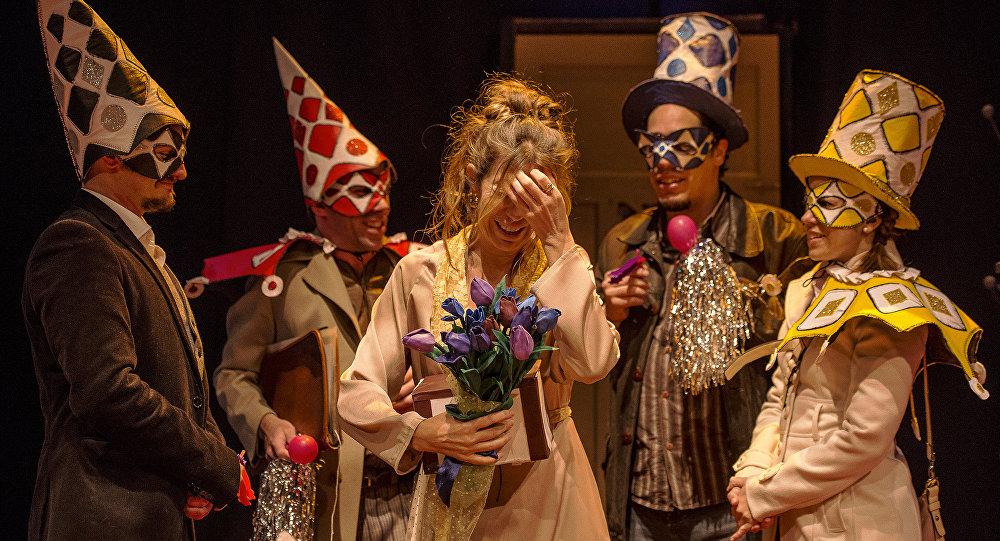Estreno de Querida Elena en el teatro El Galpón (Montevideo)