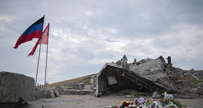 Bandera de Ucrania en Savur-Mohyla