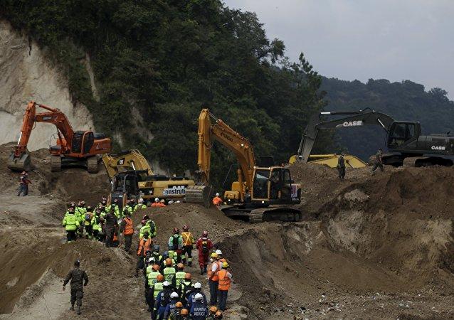 La cifra oficial de muertos por el deslave en Guatemala se mantiene en 131