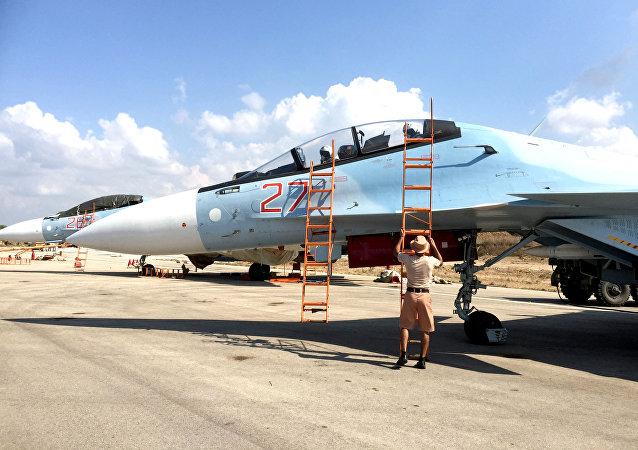 Cazas rusos Sukhoi Su-30 en el aeródromo de Hmeymim, Siria