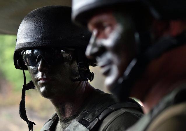 Soldados de las Fuerzas Armadas de Ucrania