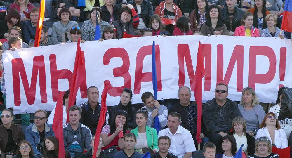 El movimiento 'República popular de Donetsk'. El cartel dice: 'Estamos por la paz'