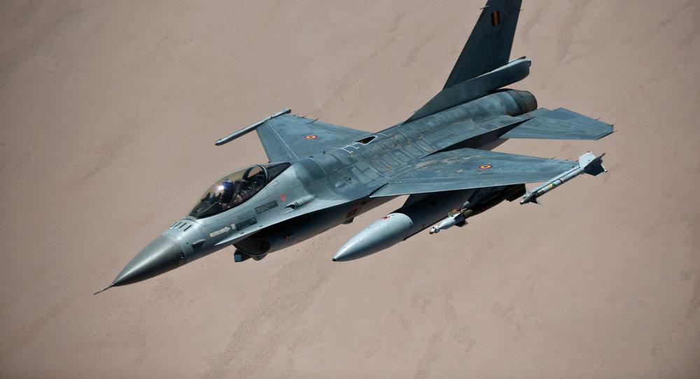 Caza F-16 de la OTAN