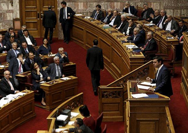 Primer ministro de Grecia Alexis Tsipras en el Parlamento