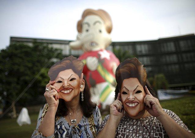Protesta contra Rousseff frente al Tribunal de Cuentas de la Unión