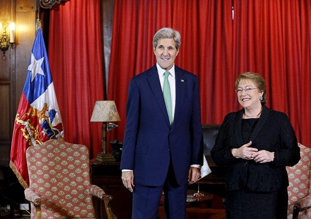 Secretario de Estado de EEUU John Kerry y presidenta de Chile Michelle Bachelet