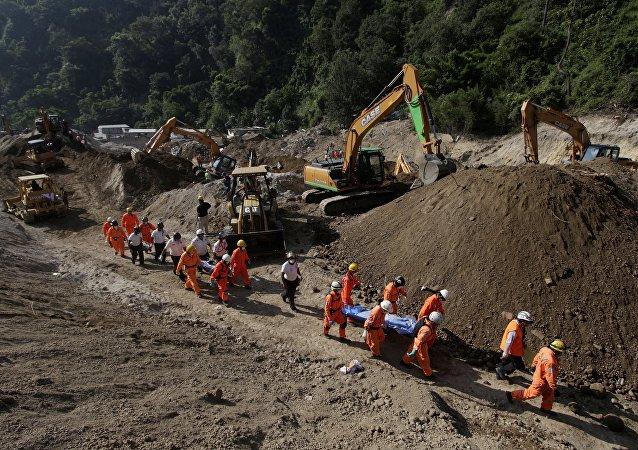 Asciende a 220 el número de muertos tras deslave en Guatemala