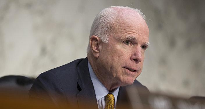 John McCain, presidente del Comité de Fuerzas Armadas del Senado de EEUU