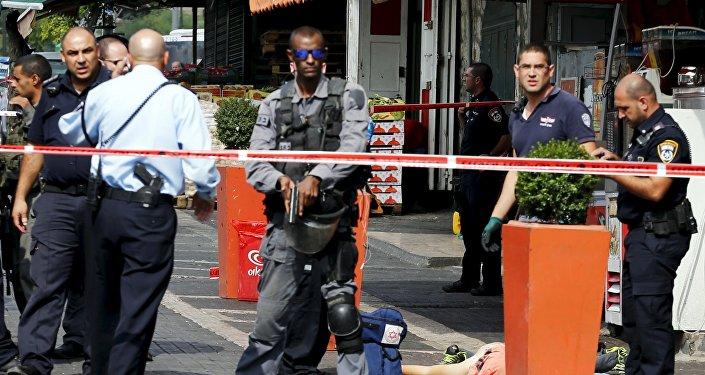 Policías israelíes en el lugar del accidente
