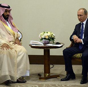 Mohamed bin Salman, ministro de Defensa de Arabia Saudí y Vladímir Putin, presidente de Rusia (archivo)