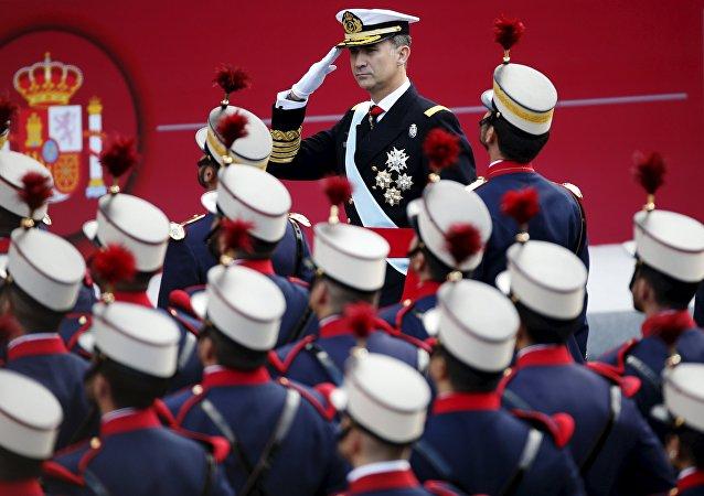 Felipe VI durante el desfile militar con motivo del Día de la Hispanidad
