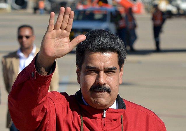 Nicolás Maduro, presidente de Venezuela, en el aeropuerto de Cochabamba