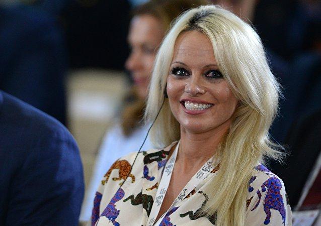 Pamela Anderson, actriz estadounidense (archivo)