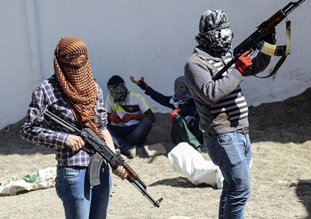 Militantes kurdos armados del Partido de los Trabajadores de Kurdistán (archivo)