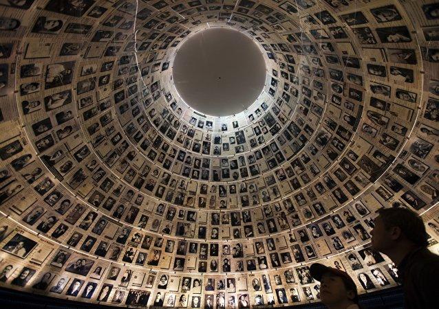 La Sala de los Nombres en la institución Yad Vashem en Israel