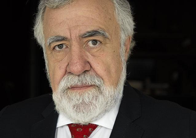 Alejandro Encinas, senador