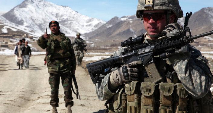Militares estadounidenses y afganos en Yawez