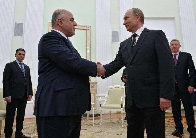 Primer ministro de Irak, Haider al Abadi y presidente de Rusia, Vladímir Putin, durante un encuentro en el Kremlin el 21 de mayo de 2015