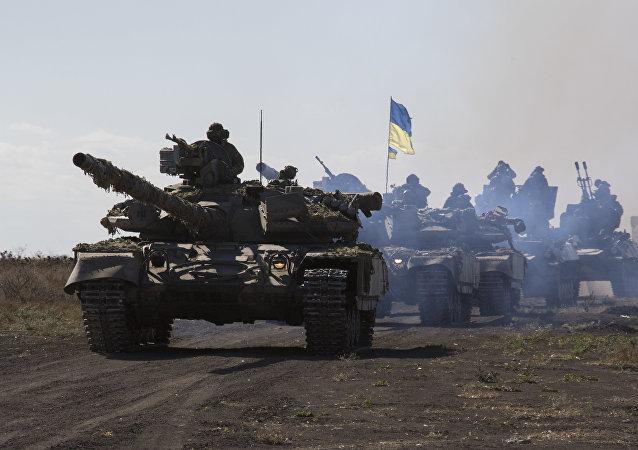 Tanques ucranianos cerca de Mariúpol, en la región de Donetsk (archivo)