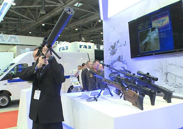 Rusia presenta en la feria Interpolitex 2015 su nuevo rifle de francotirador