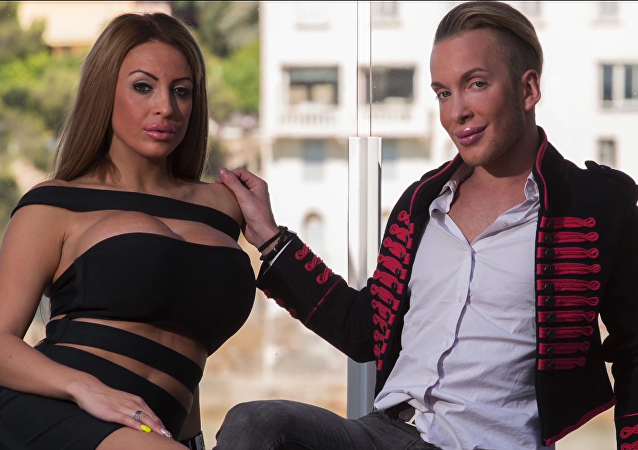 Una pareja gasta $300.000 en parecerse a Barbie y Ken