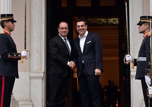 El primer ministro de Grecia, Alexis Tsipras y el presidente de Francia, François Hollande