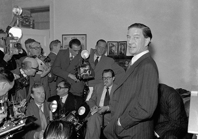 Kim Philby en una conferencia de prensa, 1955