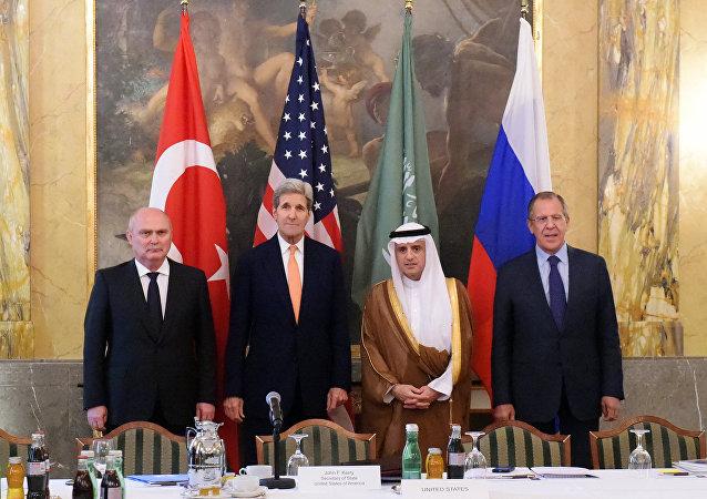 Ministros de Asuntos Exteriores de Turquía, EEUU, Arabia Saudí y Rusia en Viena, el 23 de octubre, 2015