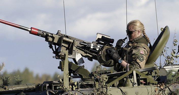 Soldado danés durante el ejercicio militar de la OTAN, Letonia