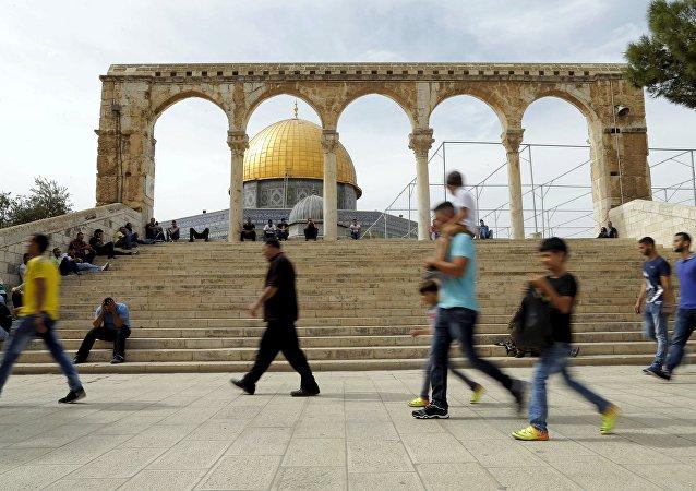 La Cúpula de la Roca en la Explanada de las Mezquitas, la Ciudad Vieja de Jerusalén