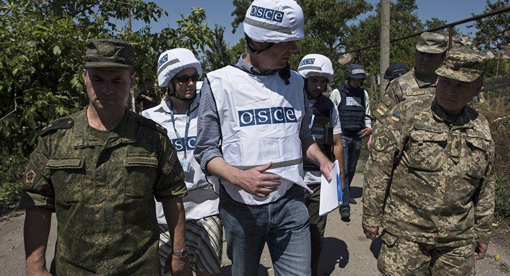 Miembros de la la Misión Especial de Vigilancia de la Organización para la Seguridad y la Cooperación en Europa en Ucrania