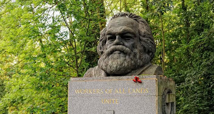 Tumba de Karl Marx en el cementerio de Highgate de Londres