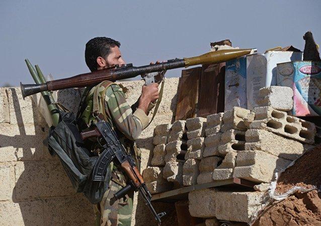 Soldado de fuerzas de autodefensa en afueras de Damasco
