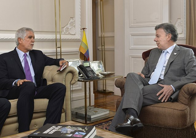 Enrique Peñalosa, alcalde de Bogotá y Juan Manuel Santos, presidente de Colombia