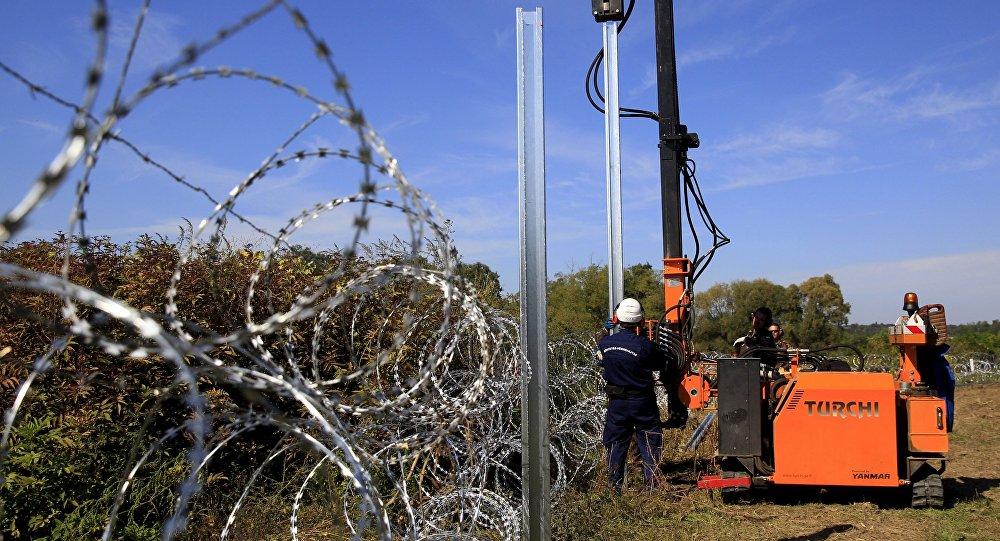 Construcción de una valla fronteriza entre Hungría y Croacia (Archivo)