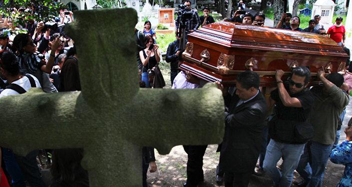 Funeral del fotoperiodista asesinado Rubén Espinosa en Mexico City, 2 de agosto 2015