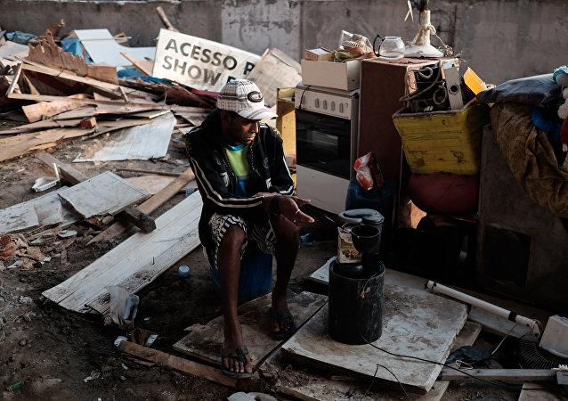 Persona sin hogar en Río de Janeiro, Brasil