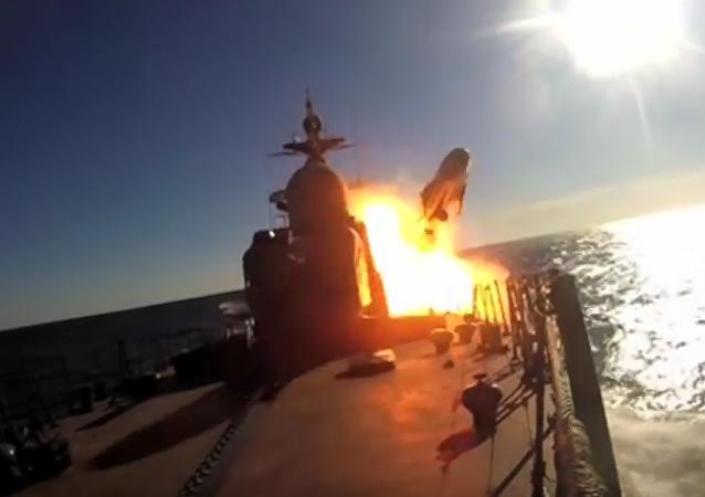 Patrullero ruso se ejercita en el tiro con misiles