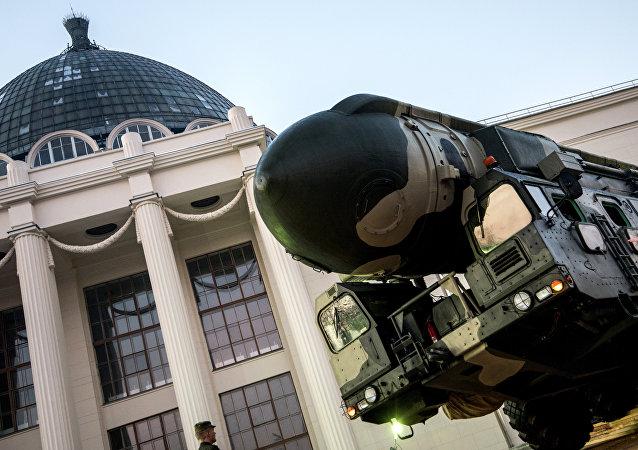 Lanzadera de misiles Tópol