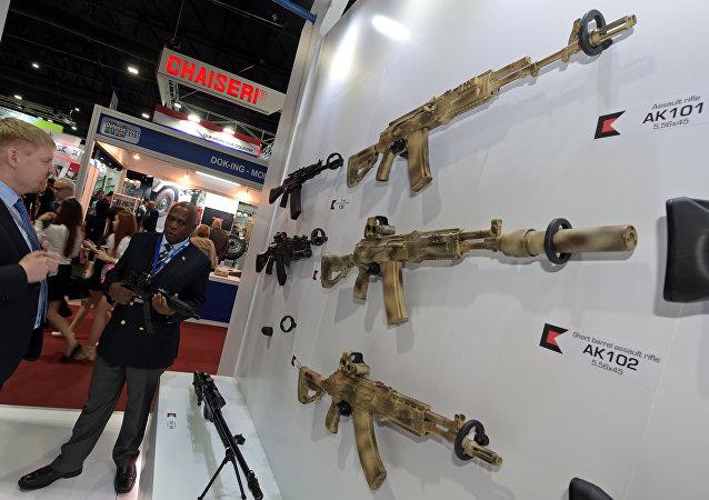 El stand de Rusia en el salón de Bangkok capta el interés de mandos militares