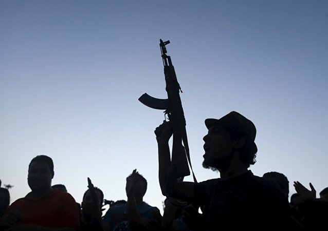 Un hombre armado en Libia (imagen referencial)