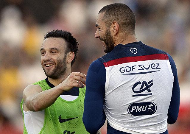 Mathieu Valbuena (izda.) y Karim Benzema
