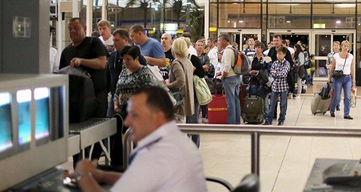 Turistas rusos en el aeropuerto de Sharm al Sheikh, el 6 de noviembre