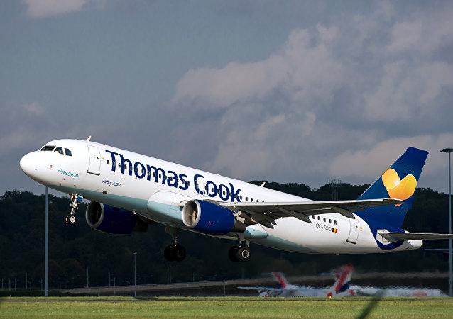 Un avión de la aerolínea británica Thomas Cook