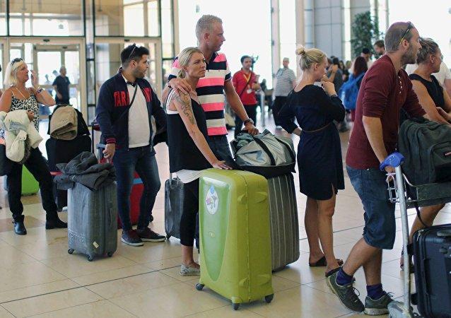 Cerca de 1.500 británicos abandonan Sharm el Sheikh