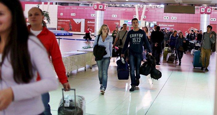 Turistas rusos en un aeropuerto (imagen referencial)