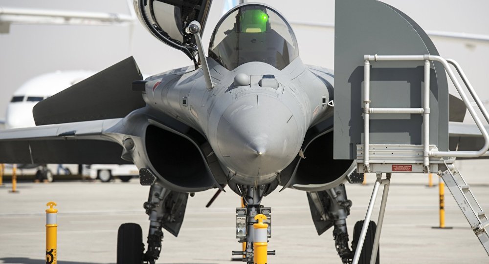 Caza Dassault Rafale en el salón de aviación Dubái Airshow-2015