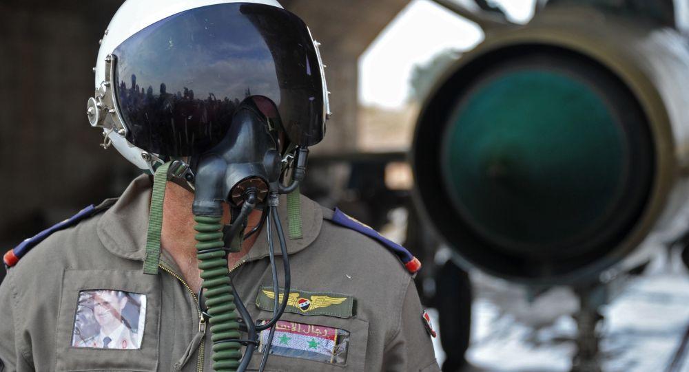 Piloto sirio en la base aérea de Hama en Siria