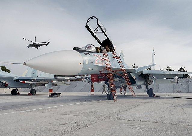 Cazas rusos Sukhoi Su-30 en el aeródromo de Hmeymim, Siria (archivo)